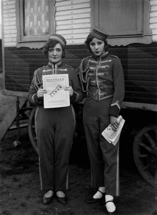 essay on august sander Essay on august sander writing 4 essay for every science exam is getting really old it's getting annoying then on top of that i have 2 research papers due by wed.